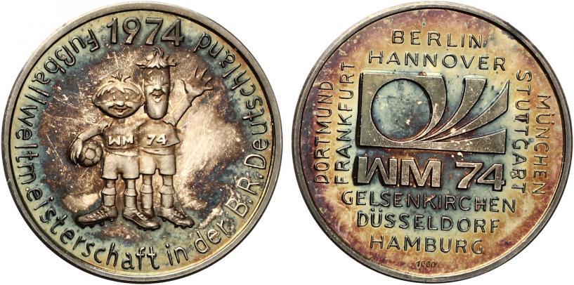 1974 Medaille Fussball Wm 1974 Maskottchen Tip Und Tap Proof Prachtexemplar Hubsche Patina